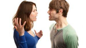 pareja se pelea y se grita