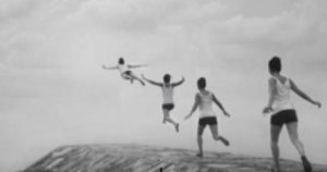 niño se va hacia el cileo volando