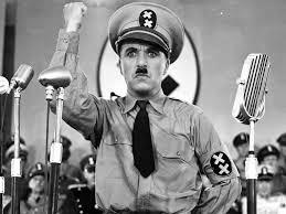 """Charles Chaplin en la escena final del discurso de la película """"El Gran Dictador"""""""